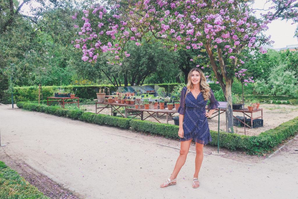 woman in botanical garden Madrid