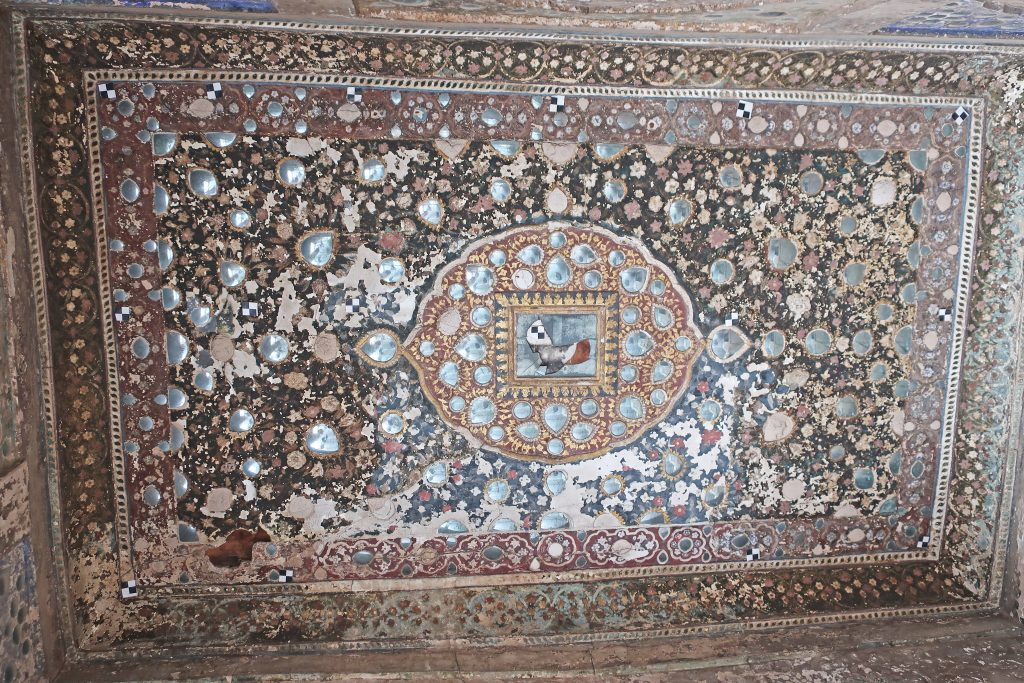 Close up image of art at Sheesh Mahal in Lahore fort
