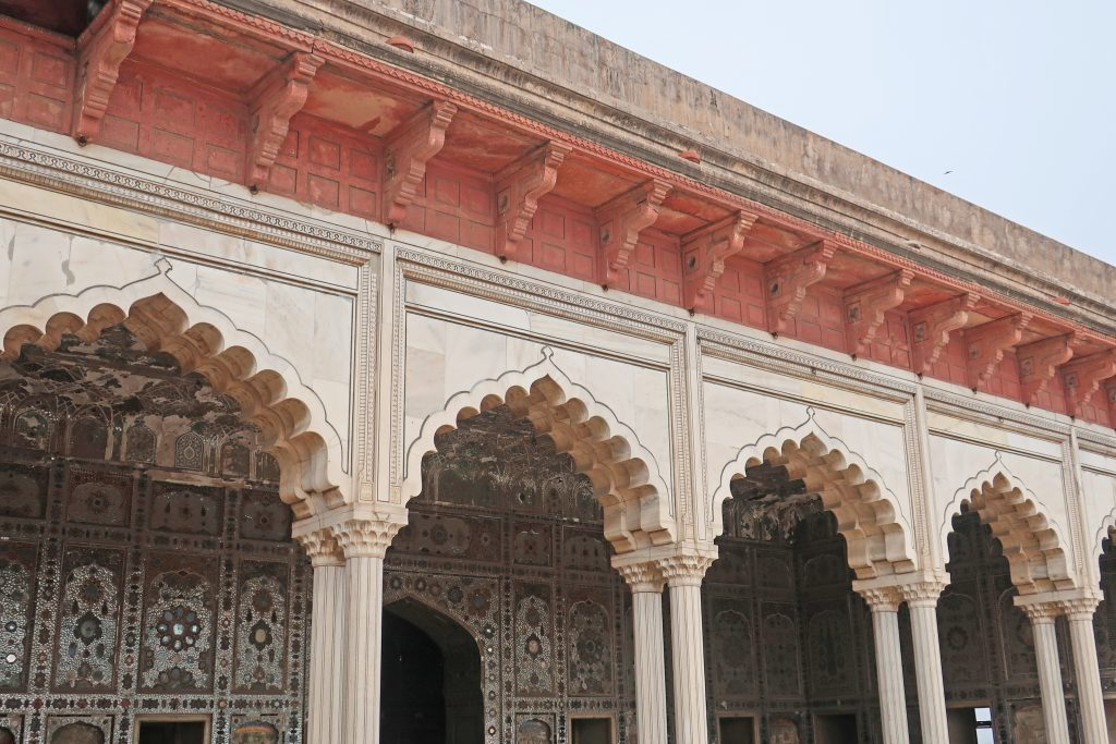 Sheesh Mahal architecture, columns and arches, in Lahore fortd