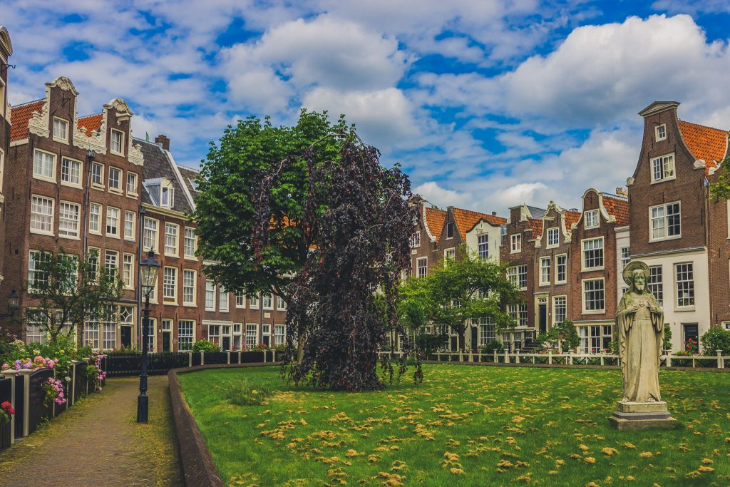 A picture of the Begijnhof courtyard, a hidden gem of Amsterdam.