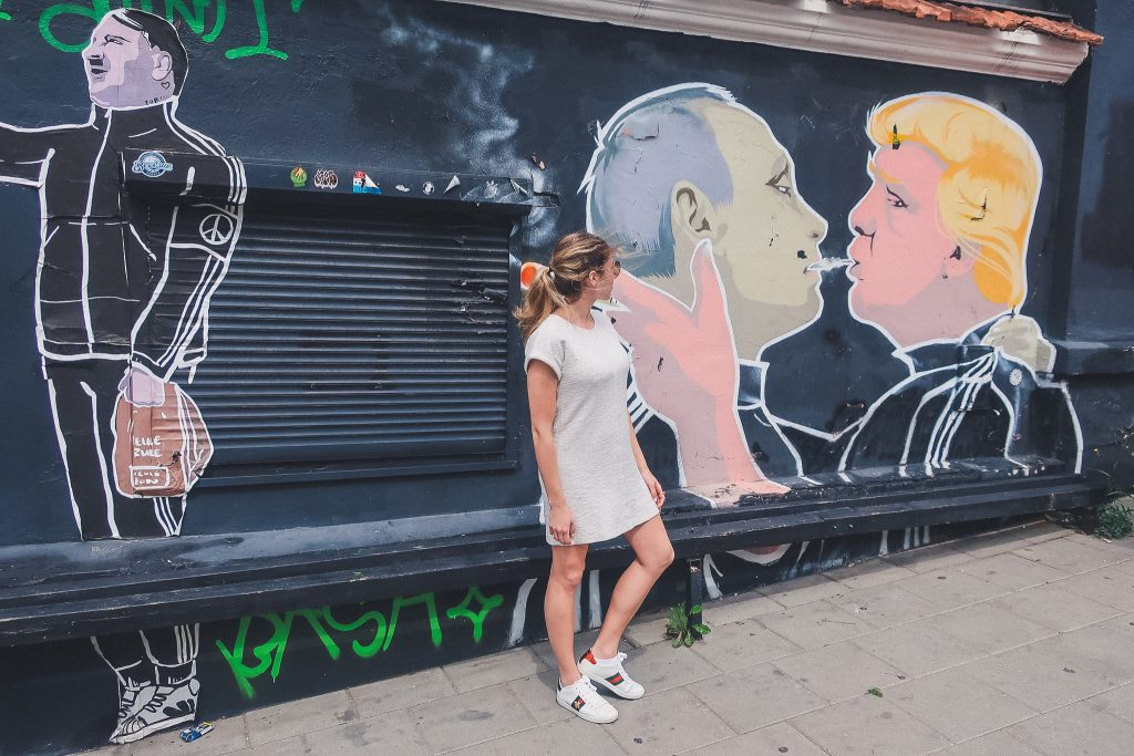 Trump kissing putin mural