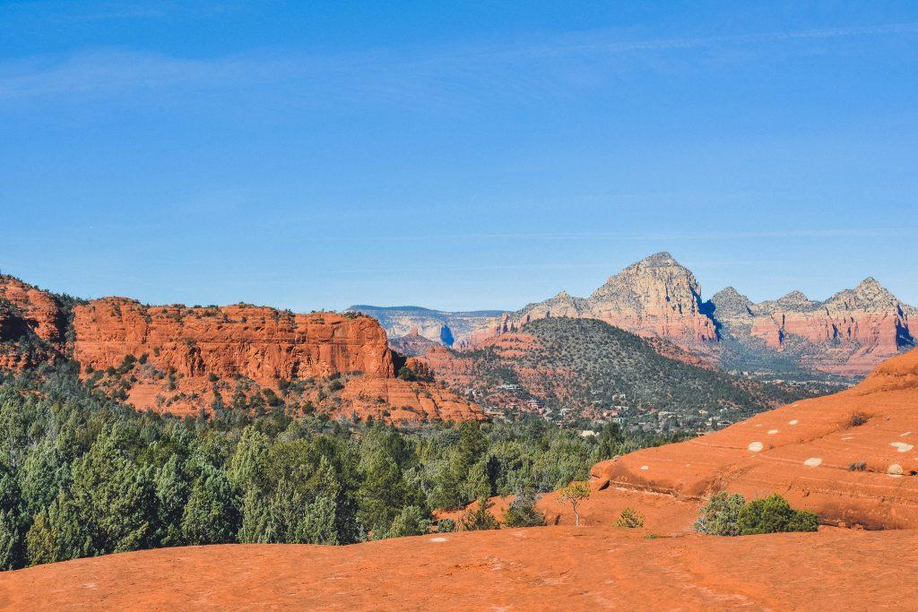 breathtaking scenery along the broken arrow trail in sedona, arizona